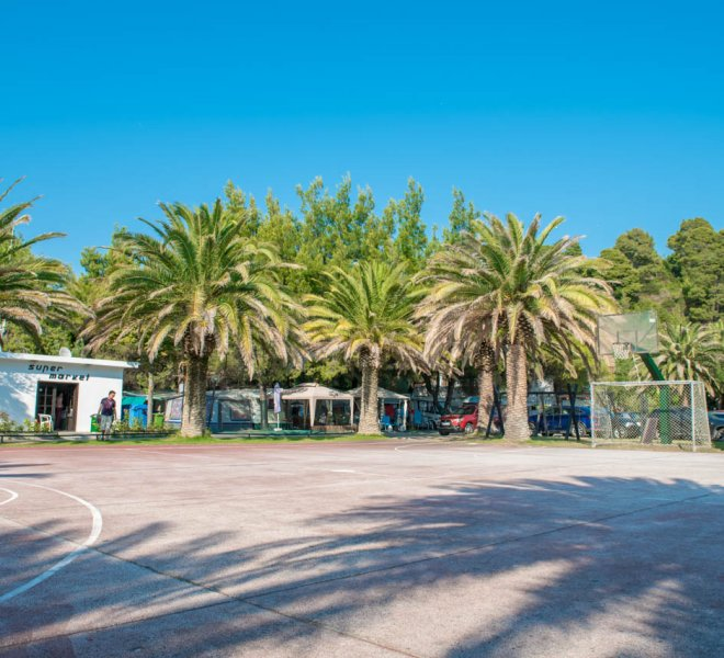 camping-castello-courts-1